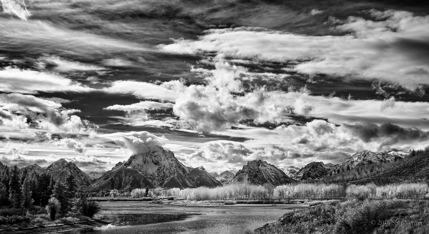 Oxbow Bend - Grand Teton NP.  Lumix G7 with the 12 - 35 mm f/2.8 lens at 23mm.  ISO 200, f/11, 1/400 sec.